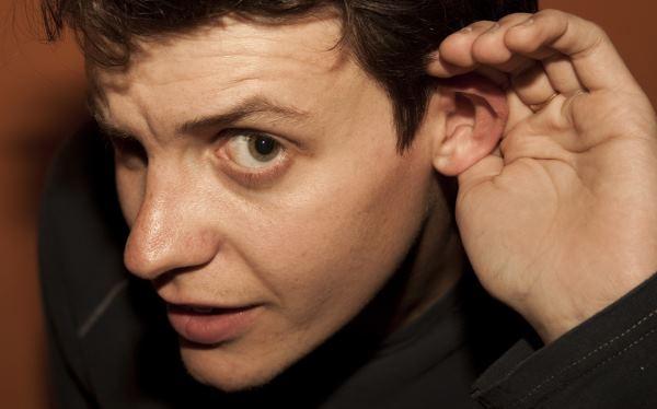Une oreille bouchée perturbe l'audition