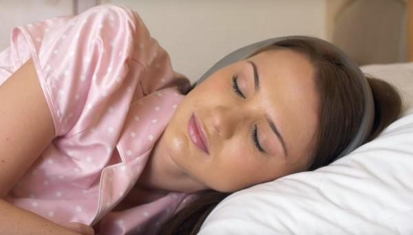 Se reposer avec un casque anti-bruit pour dormir