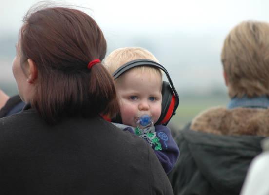 Casque anti-bruit pour préserver l'audition de bébé